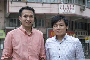 青年新政太子社區主任趙旭光(左)及青衣社區主任黃俊傑(右),兩人均有正職,會把握工餘時間落區。