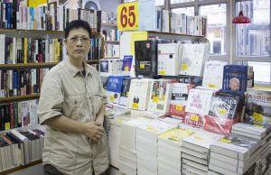 銅鑼灣樓上書店負責人林經理指,佔中當時完全沒有方法「救亡」,只能苦等。