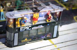 Eric將立體廣告概念融入親手造的模型中,在電車上層展示卡通人物。(受訪者提供)