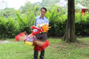 《1995年飛航(香港)令》 限制了市民放風箏的地方,陳健泉擁有的大型風箏,只好帶到外國放飛。