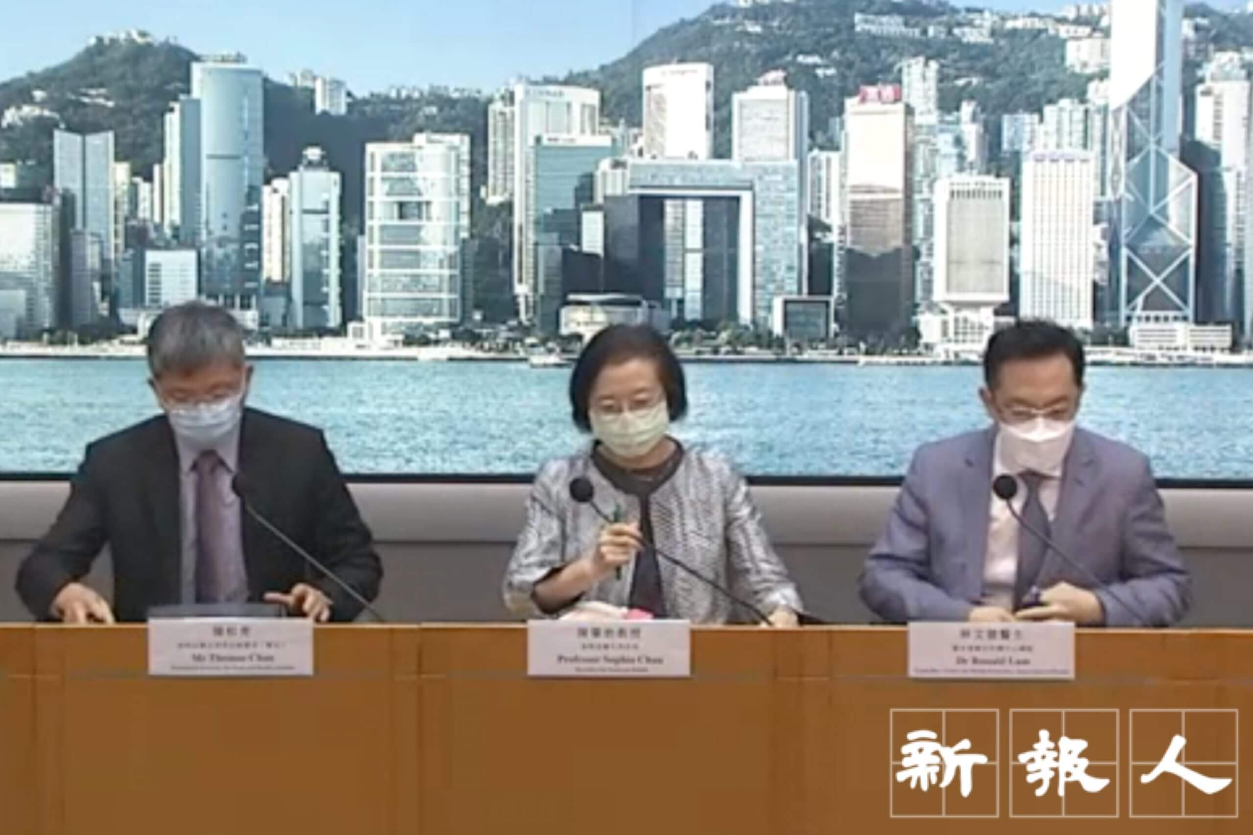 食物及衛生局常任秘書長陳松青(左1)。